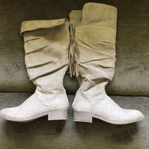 Girls High Justice Boots with Tassels. Super Cute!